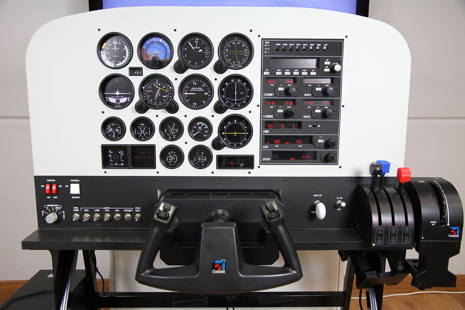 Virtual-Fly's Solo Flight Panel with some GA Panel Gauges and full GA Radio Stack
